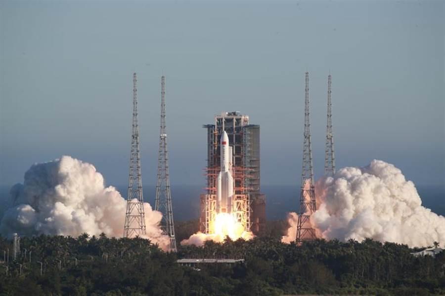 5月5日長征五號B運載火箭首飛成功,傳失控將墜入大氣層。(圖/新華社)