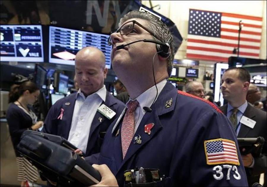 美股早盤漲近300點。(圖/美聯社)