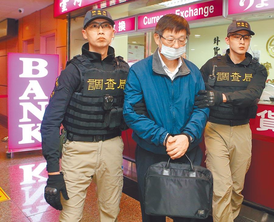 被控詐貸的潤寅公司負責人楊文虎夫婦,藏匿美國半年,圖為楊文虎押解回台。(本報資料照片)