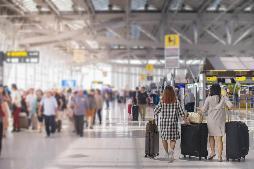 大陸「五一」期間境內機票略有回溫但仍處於低位。(shutterstock)