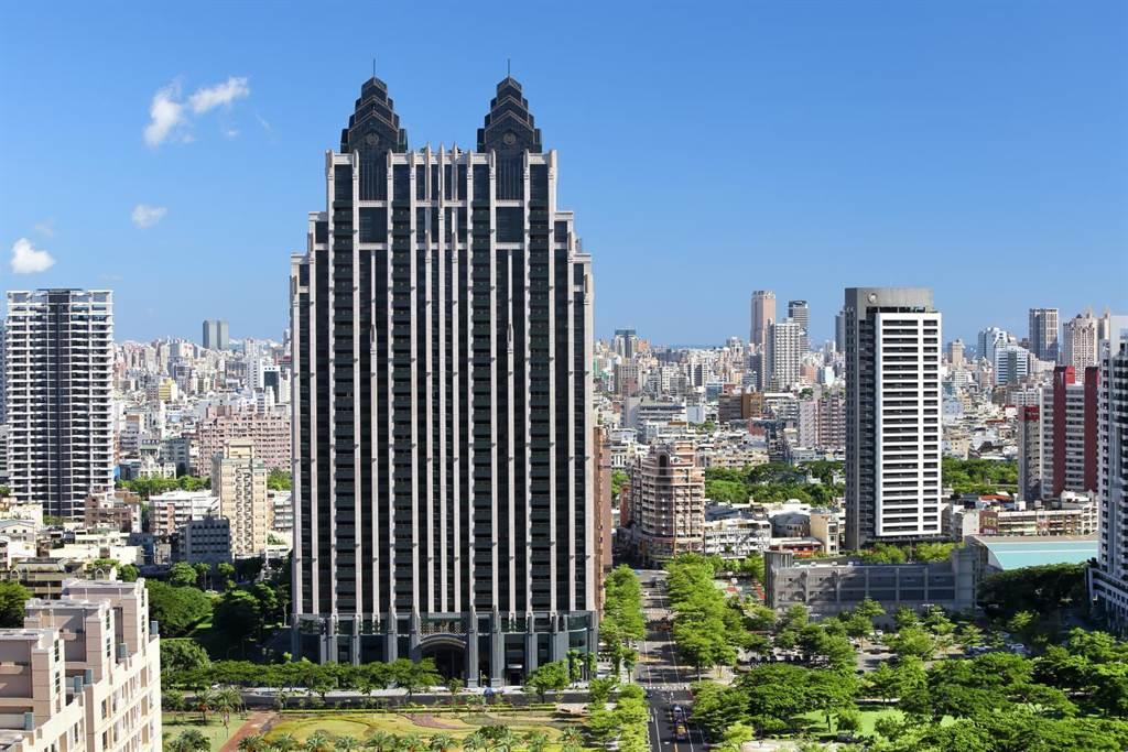 京城買回庫藏股達股本2% 均價30.28元。圖為京城建設在農16特區公園第一排的「京城King Park」。(圖/顏瑞田)