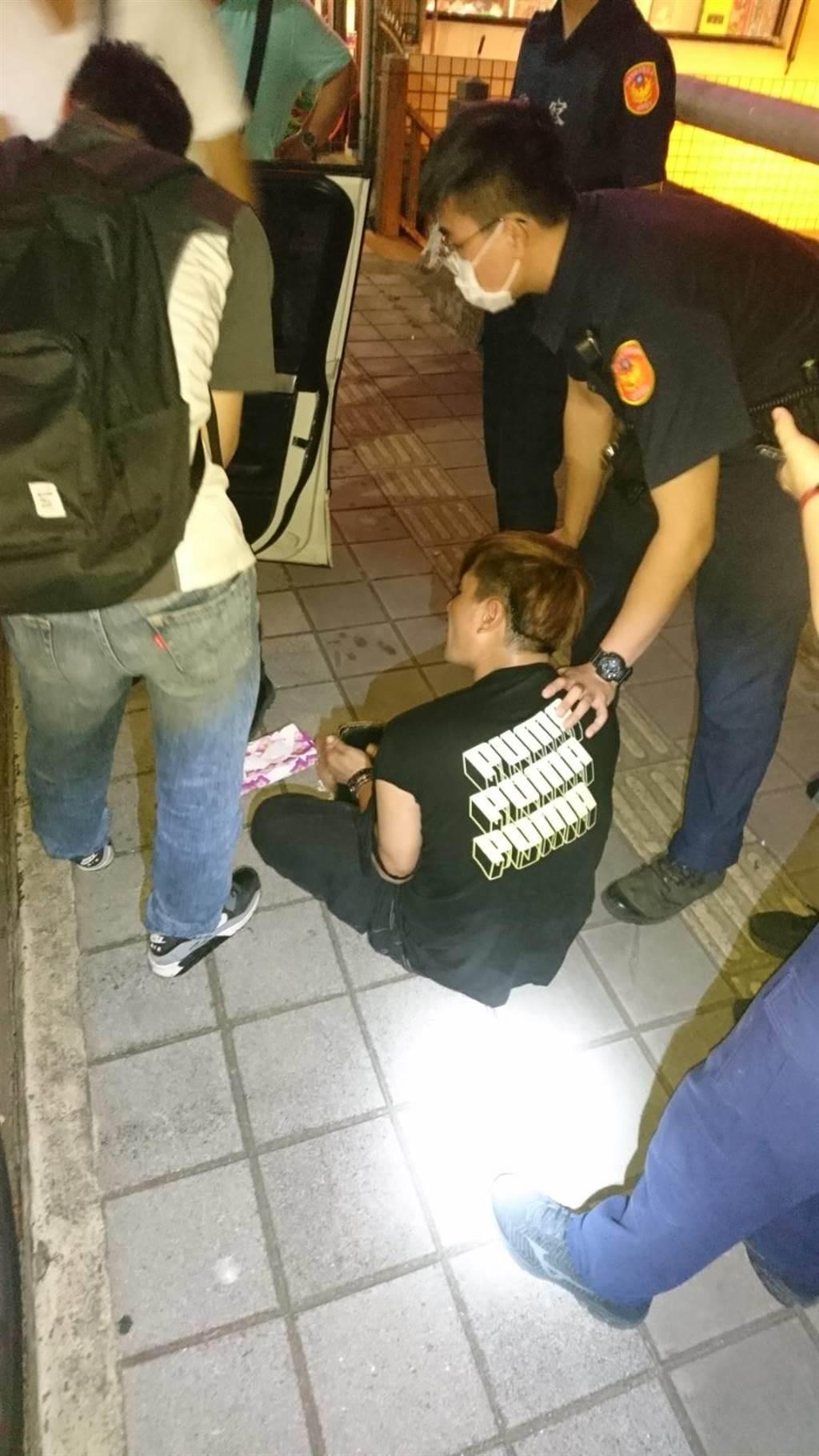 林男身上持有二級毒品,見到警方作賊心虛逃逸,遭警方使出大絕招柔道大外割逮捕。(楊梅分局提供/王思云桃園傳真)