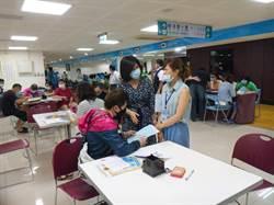 中市西屯區公所一早湧近600人 沒有證明改用切結書