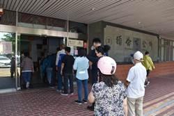 竹南頭份2公所上午擠爆申辦紓困民眾罵翻天