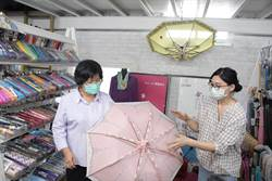 傘亮了學子心  秀裕撐起守護捐65所國小1315支愛心傘