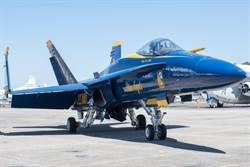 首架F/A-18E戰機 加入藍天使小組