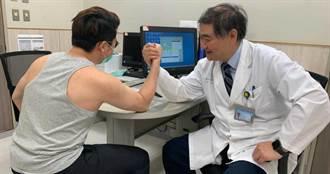「手居然斷了?!」肌肉猛男比腕力下場悽慘 醫師:關鍵在於扭力