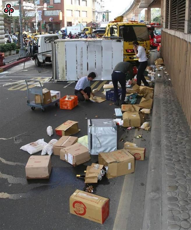 立委提案提高貨車裝載貨品掉落的罰則。(本報系資料照)
