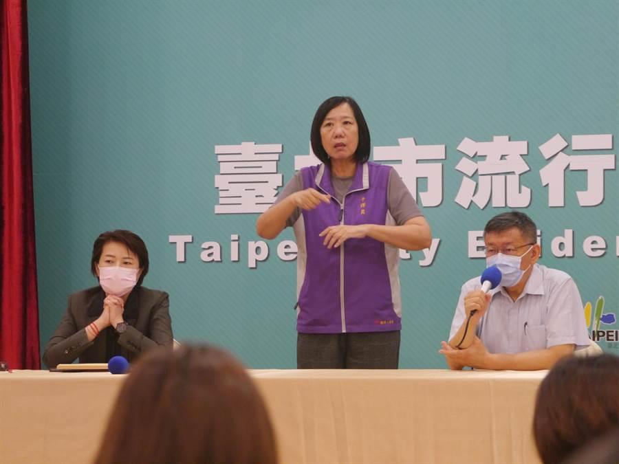 台北市長柯文哲(右)、副市長黃珊珊(左)。(張穎齊攝)