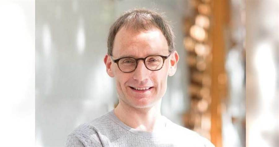 傳染病專家佛格森(Neil Ferguson)違反防疫規定辭去職務。(圖/翻攝倫敦帝國學院)