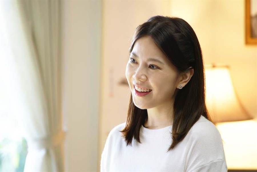 廖苡喬飾演的楚思江,在劇中為行政院長的女兒。(公視提供)