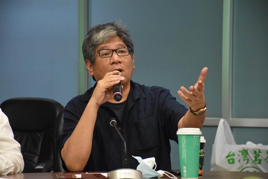 紙風車劇團執行長李永豐說「翁章梁是被政治耽誤的主持人」。(呂妍庭攝)