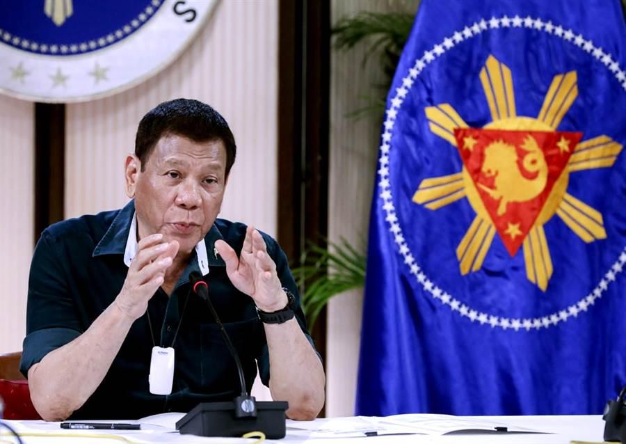 長期和杜特蒂不睦的菲律賓龍頭電視台ABS-CBN,由於營業執到期換照未過,5日已遭斷訊。(資料照/美聯社、菲律賓總統府馬拉坎南宮)
