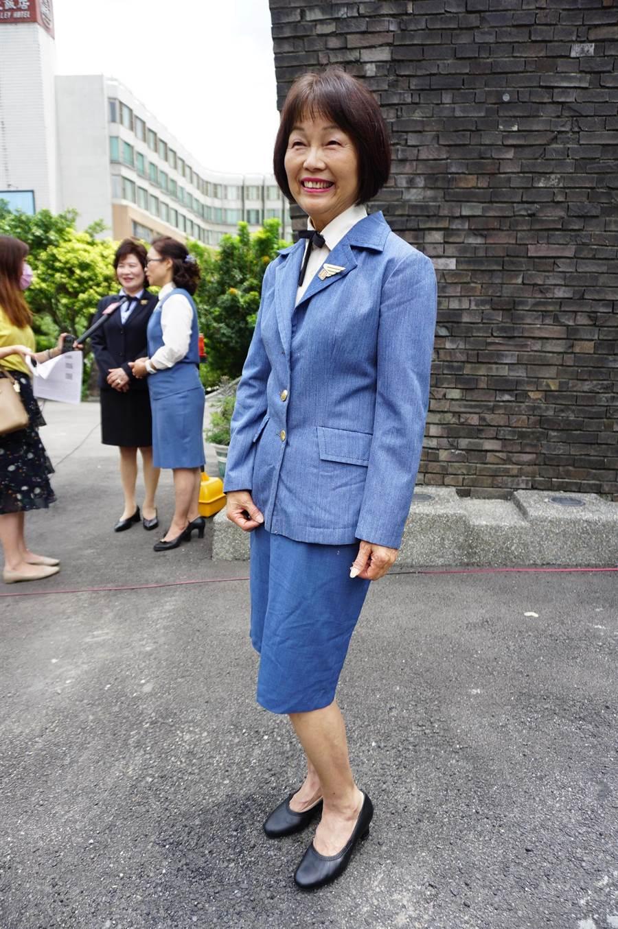 61歲張麗美穿著金馬號小姐原版制服現身。(王文吉攝)