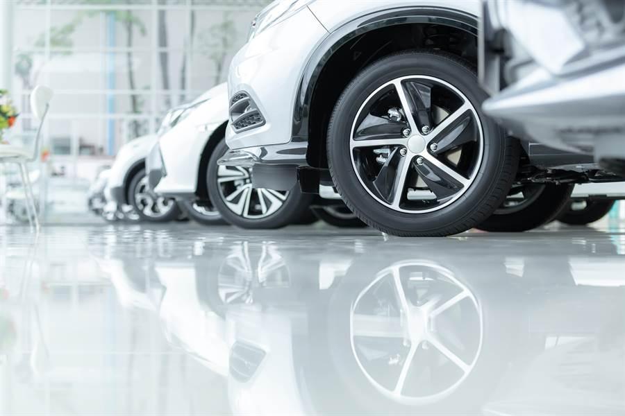 大陸4月汽車經銷商客流量恢復達80%至90%。(shutterstock)