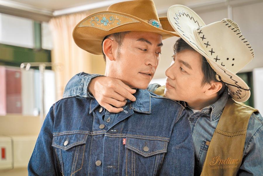 坤達(右)和趙駿亞在《姊妹們 追吧》劇中互動親密。(東森提供)