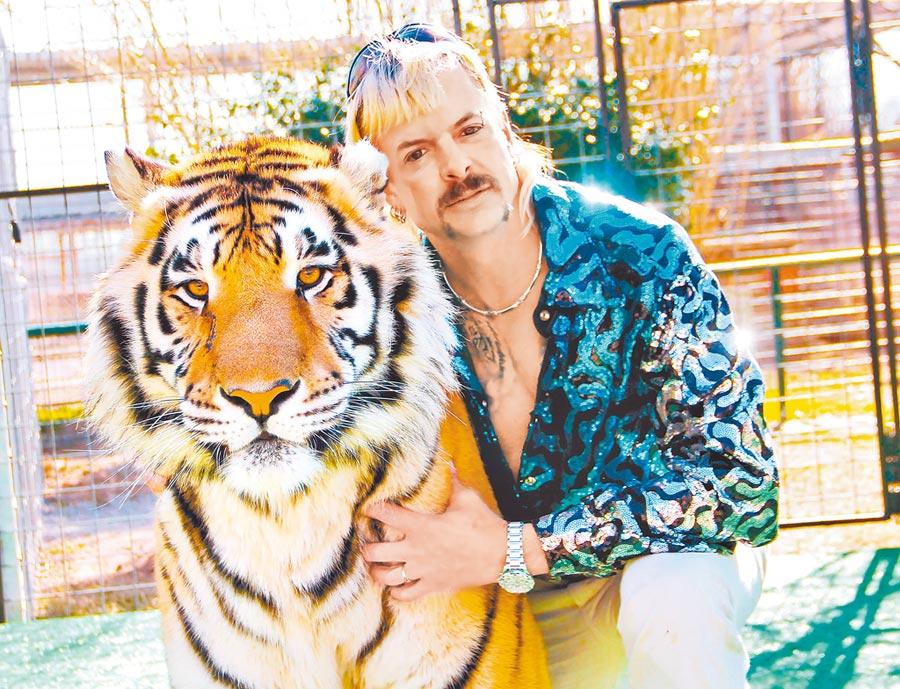 《虎王》的故事主人翁異國喬行事風格充滿爭議,也意外讓紀錄片推出後暴紅。(Netflix提供)