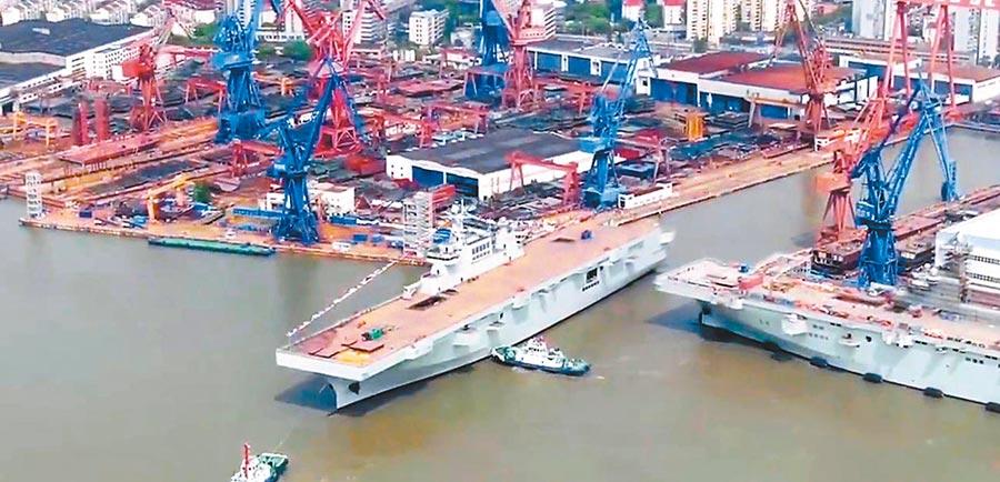 4月22日,大陸第2艘075型兩棲攻擊艦在上海下水。(取自澎派新聞網)