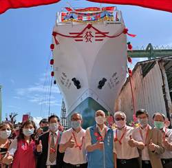 「發大財」漁船下水典禮 韓國瑜參香後就發爐