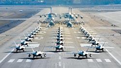 美空軍亮劍 駝鹿漫步秀戰機