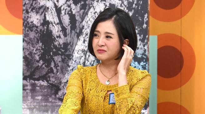 李亮瑾上《话山话水话玲珑》分享妈妈催婚时红了眼眶。(公视台语台提供)