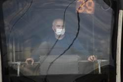 俄連6天確診破萬 公車乘客須戴口罩手套