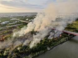 麻豆曾文溪河堤內1星期燒6次 消防人員疲於奔命