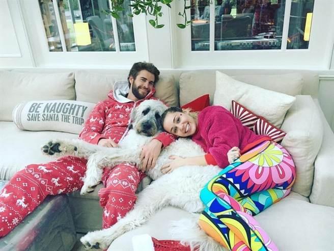 美國知名女星麥莉(Miley Cyrus)和「雷神」弟弟連恩漢斯沃(Liam Hemsworth)交往9年,期間兩人分分合合,看了外界都一頭霧水。(圖/ 摘自麥莉IG)