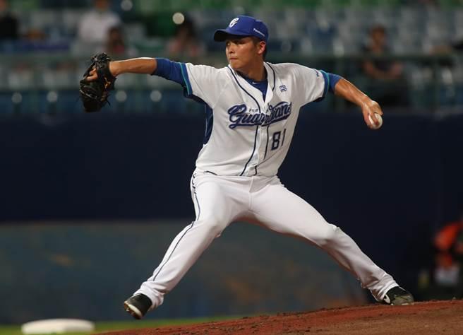 富邦悍將先發投手陳仕朋在今年有球迷首戰拿下勝投。(鄭任南攝)