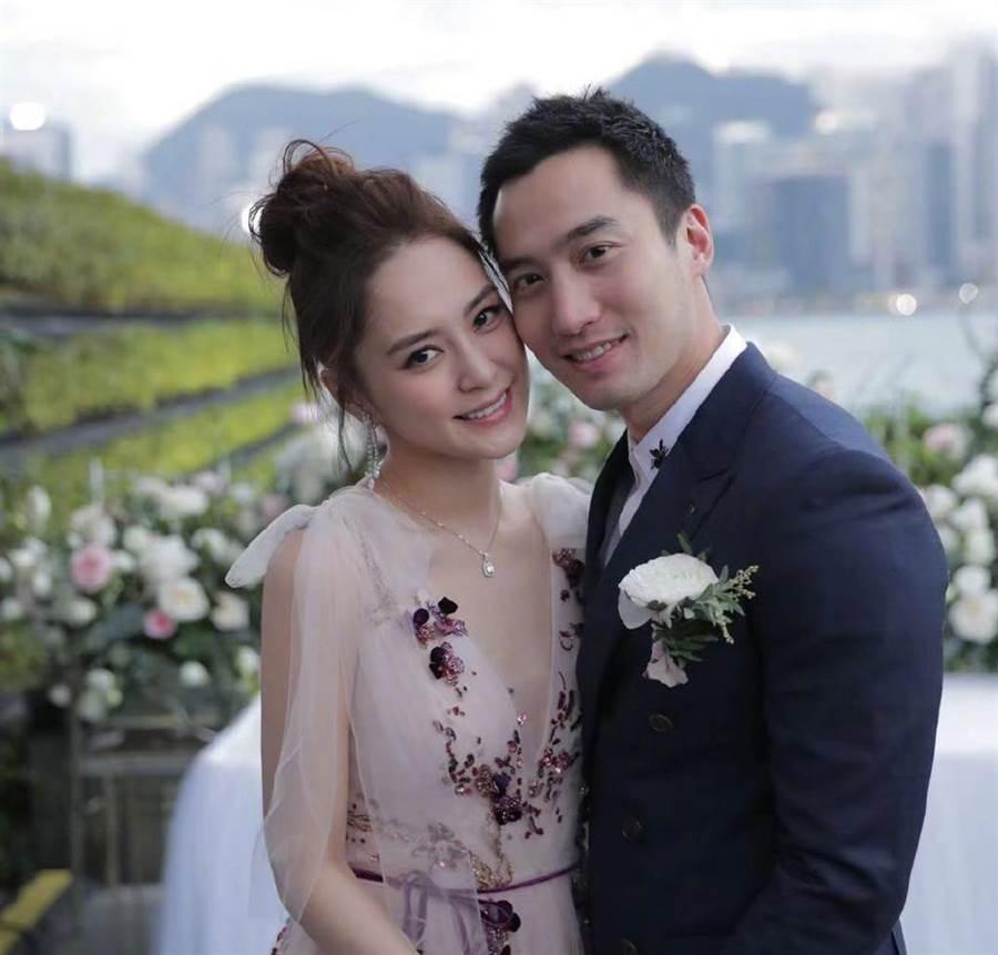 阿嬌、賴弘國昔日甜蜜婚照。(取自阿嬌微博)