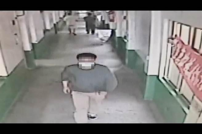 陳嫌日前潛入考生休息室行竊,警方將他逮捕後,發現他至少涉及5起校園竊案。(翻攝照片/林郁平台北傳真)