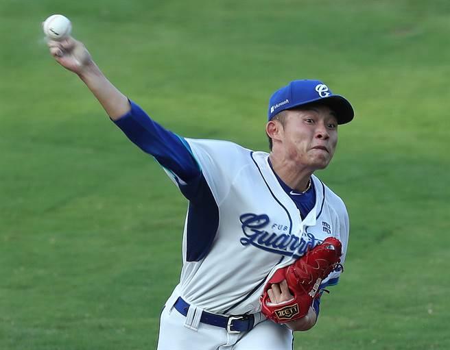 江國豪主投8局僅失2分,是他生涯最長投球局數。(陳怡誠攝)