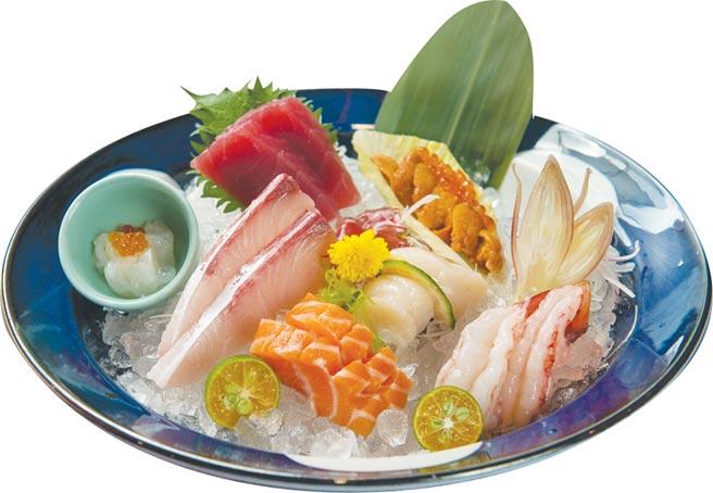 〈大漁MAGURO壽司〉菜單很多樣,「刺身推薦」集合了季節甜蝦、海膽蘿美卷、鮮干貝、鮭魚、白肉魚和透抽細麵等多道鮮美生魚,澎湖透抽用更細緻的刀工切成「細麵」呈現。圖/大漁餐飲集團