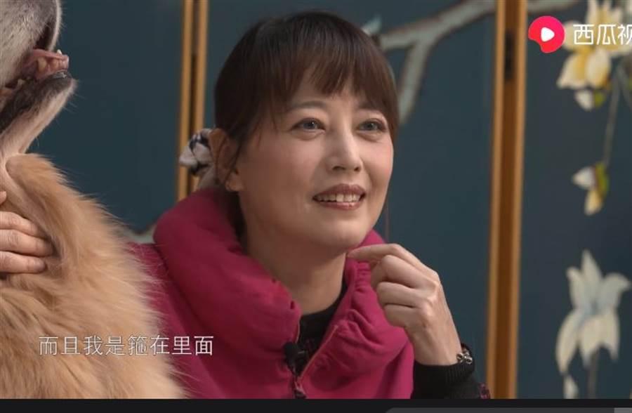 周海媚沒開美肌,影片曝光53歲真實狀況。(取自西瓜視頻)