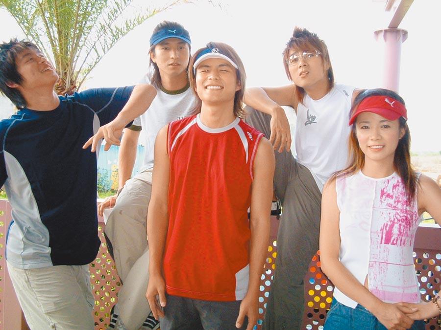 陳仙梅(右)與5566當年在《少年特攻隊》同為主持群。(資料照片)