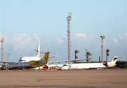 80火箭狂轟釀6死 利比亞機場遭毀 燃料庫陷火海