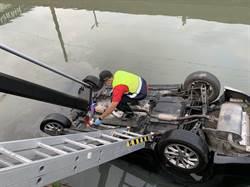 轎車失控衝入大排 宜蘭男溺水亡