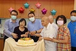 侯友宜陪101歲阿嬤歡度母親節
