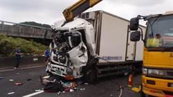 國1北上林口路段發生車禍 貨車司機受困身亡