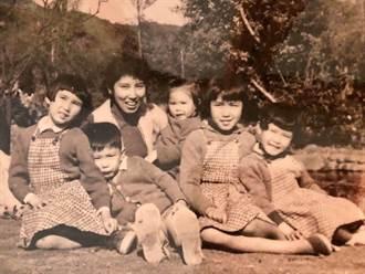 馬英九曬60年前舊照 曝媽媽誇他「不尿床」