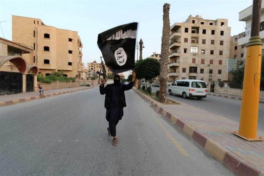 趁中東地區政府忙防疫,伊斯蘭國勢力捲土重來!(圖/Reuters)