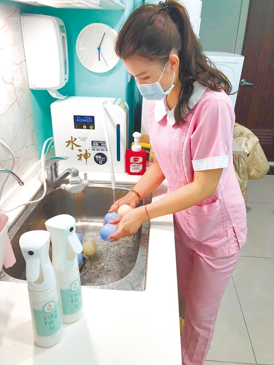 貝格爾育成集團多年來使用水神抗菌液為嬰幼兒玩具消毒,有效減少孩子病從口入的機會。(本報資料照片)