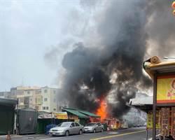 大甲鎮瀾宮附近攤販起火 黑煙密布幸無傷亡