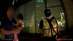 女嬰突喘不過氣父攔警車開道 上演「警」急救命