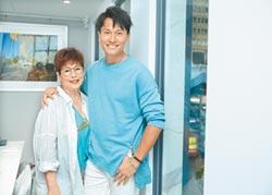 王建復介紹媽:「我女朋友來了」