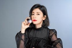 賈靜雯用美麗見證蛻變 美妝微電影喚醒女性意識