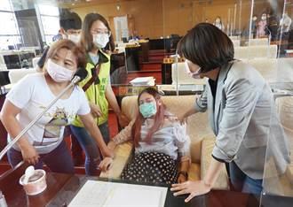 中市女議員賴佳微中午身體不適  引起議事堂一陣虛驚