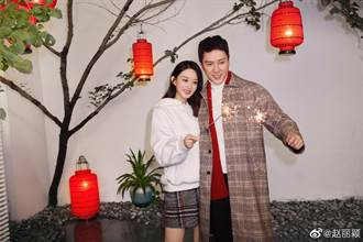 趙麗穎探班馮紹峰約會被拍 甜蜜牽手被認出暖打招呼