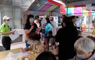紓困補助潮州公所設抽號機 東港漁會搭篷架