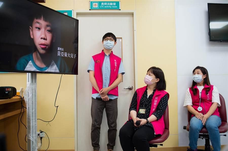 新竹市各衛生所27位護理師肩負確診者、確診接觸者(居家隔離者)800餘個個案管理及疫調工作,有人最長有1個月沒跟孩子講到話,最後只能透過視訊關心近況。(陳育賢攝)